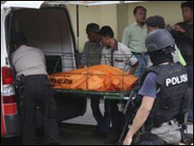 احد المسلحين الذين قتلوا في اندونيسيا مؤخرا