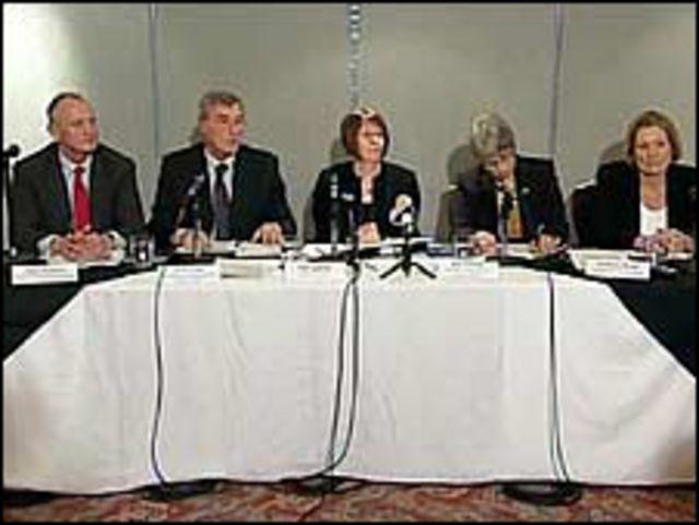 أعضاء اللجنة التي حققت بقضية اغتصاب الشقيقتين