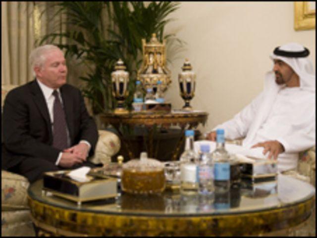 جيتس مع الشيخ محمد بن زايد في أبو ظبي