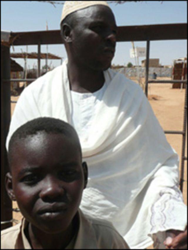 أحد سكان مخيمات اللاجئين