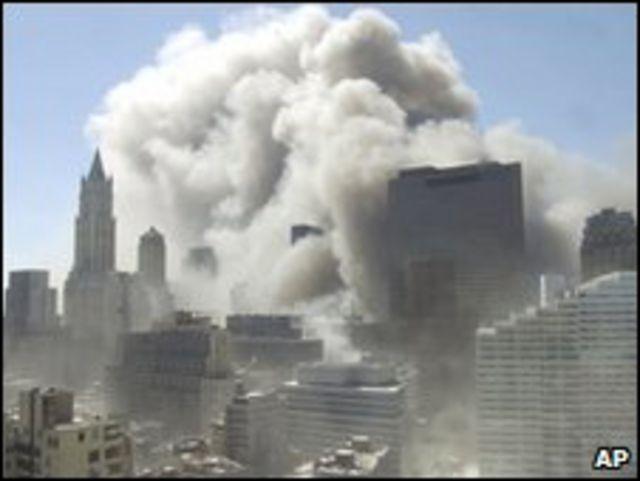 مبنى التجارة العالمي  المنهار في نيويورك
