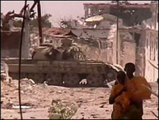 دبابة في شوارع مقديشيو