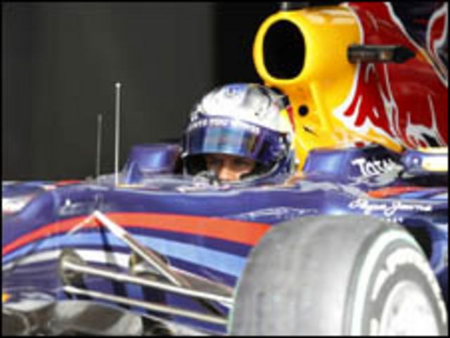 فيتيل يقود سيارة رد بول – رينو