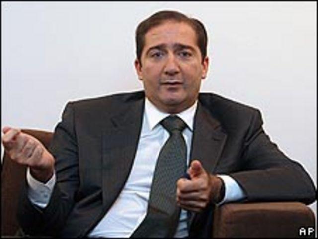 يشمل الخفض راتب رئيس الوزراء سمير الرفاعي