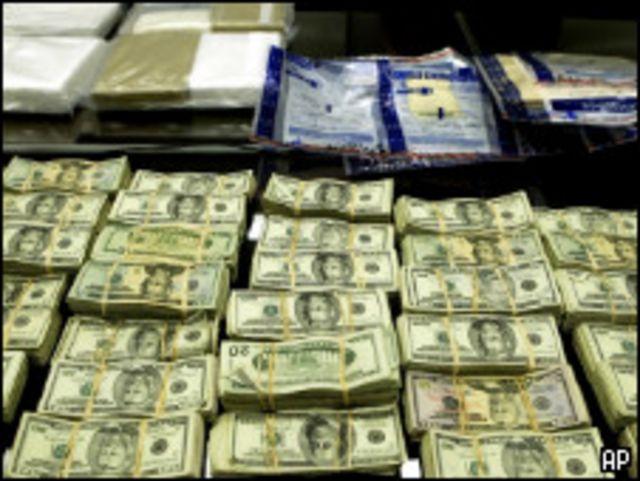 Доллары США, конфискованные ФБР у мексиканских наркоторговцев