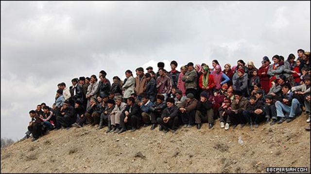 تماشاچیان بر تپه ها