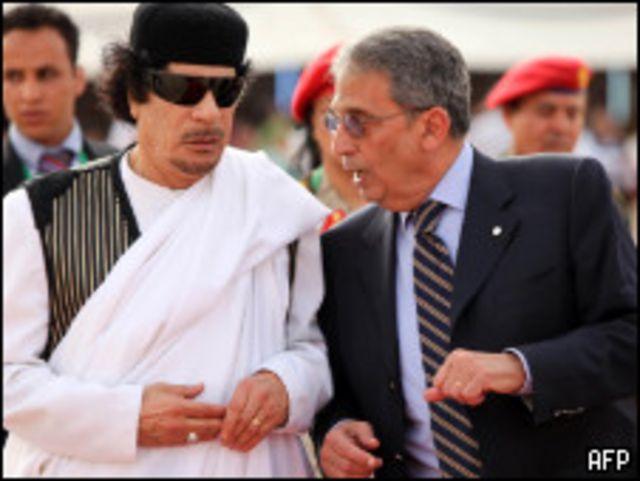 القذافي يستقبل عمرو موسى