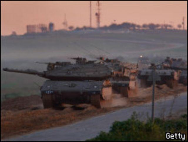 دبابات اسرائيلية تتوغل في غزة