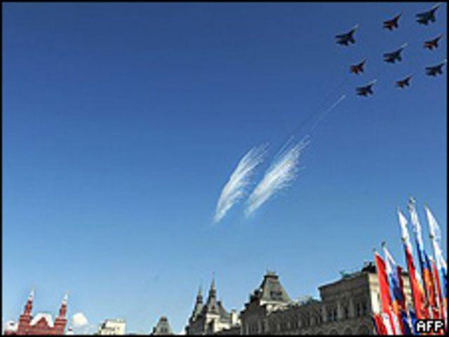 Aviones en el cielo sobre Moscú