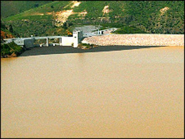 البحيرة التي سقطت فيها طائرة الشيخ احمد بن زايد