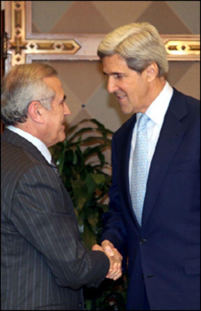 كيري مع الرئيس اللبناني ميشال سليمان في بيروت
