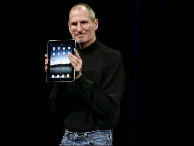 ستيف جوبز المدير التنفيذي لآبل يعرض المنتج الجديد