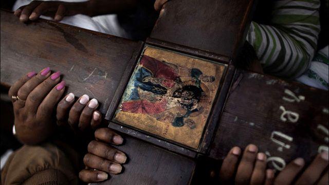 اورثوذكس اثيوبيون يشاركون في احتفالات عيد الفصح في القدس القديمة