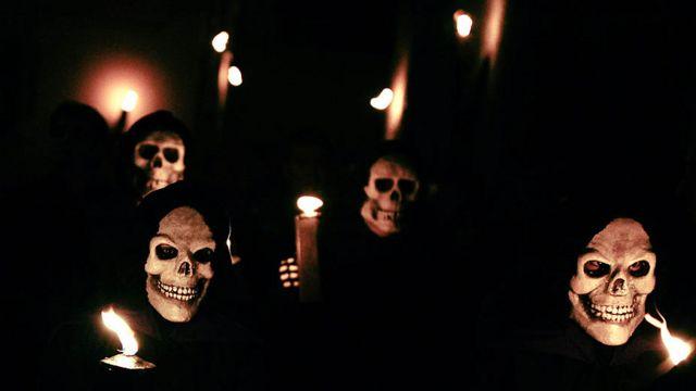 """""""رقصة الموت"""" في قرية بيرخيس شمال شرقي اسبانيا"""