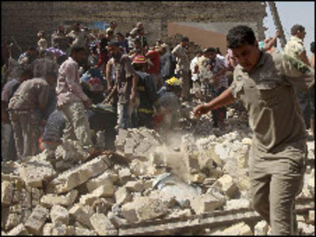 أنقاض المباني المهدمة جراء الانفجارات