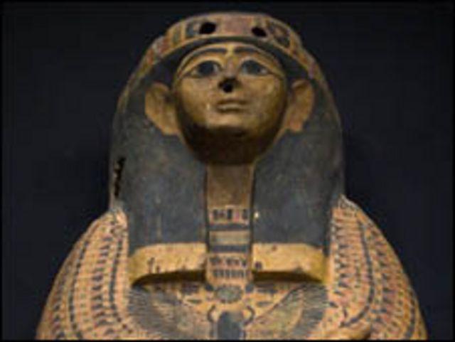 تمثال اثري خشبي يعود امصر