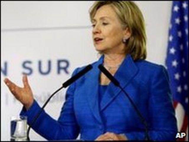 """وصفت كلينتون النظام الكوبي بـ""""المتصلب والمنعزل"""""""
