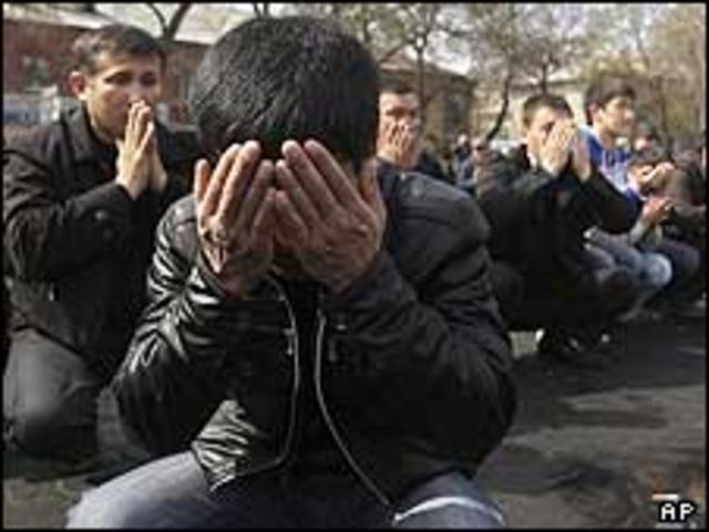 تشييع ضحايا التظاهرات في قرغيزستان