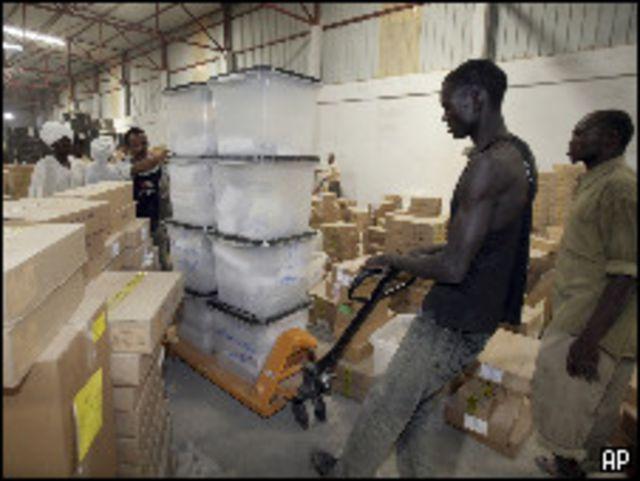 تجهيزات للانتخابات في الخرطوم