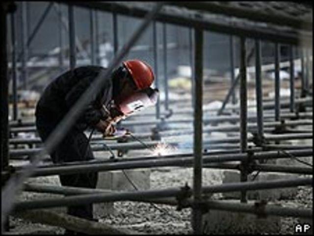 上海世界博覽會德國館工地焊接工人作業(8/4/2010)