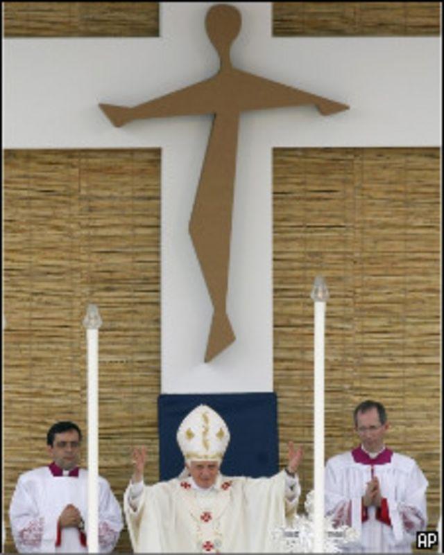 البابا خلال قداس أثناء زيارته إلى مالطا أبريل 2010