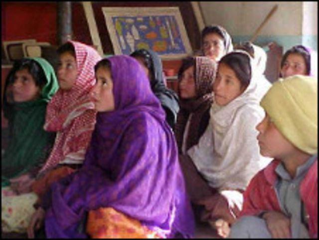 فتيات في احد مراكز الايتام في كابول