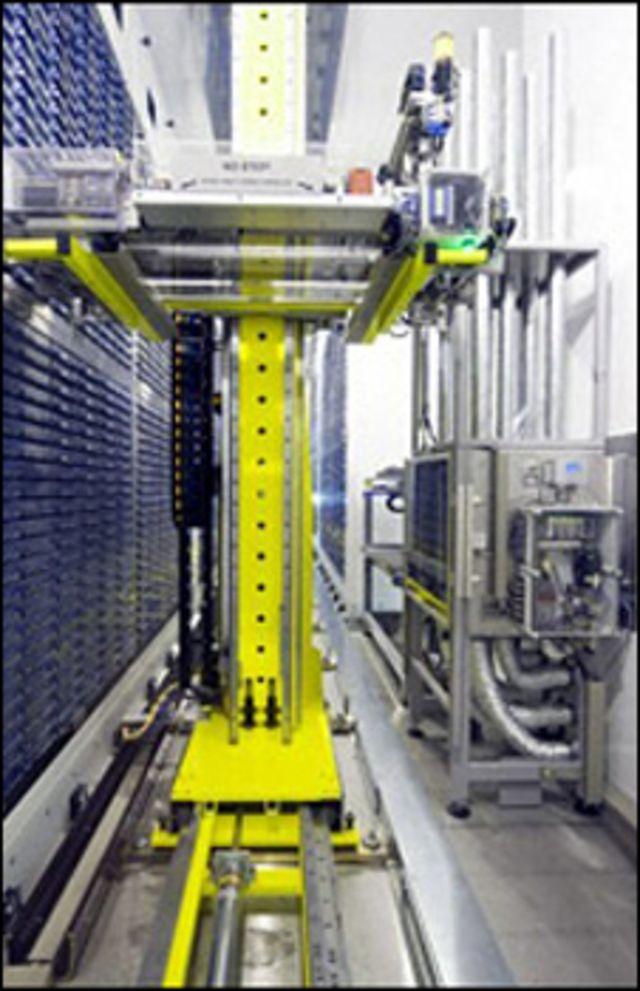 روبوت لتخزين العينات