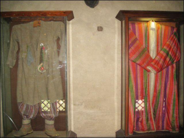 ہنزہ کے حکمران اور رانی کے شاہی لباس