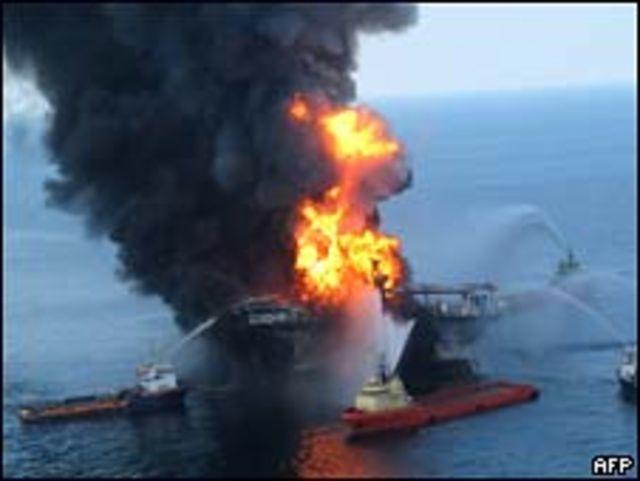 المنصة المحترقة قبالة سواحل لويزيانا