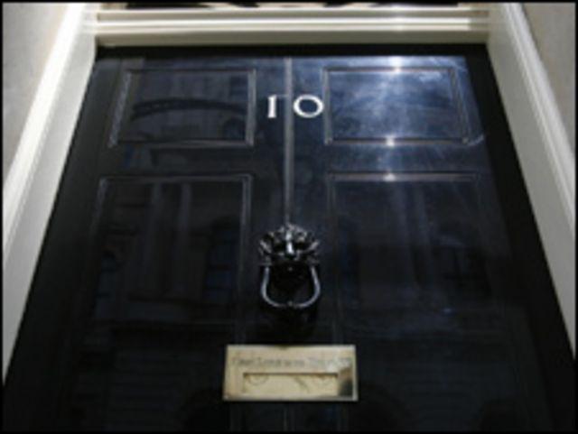باب مقر الوزارة الأولى 10 داونينج ستريت