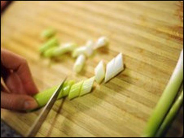 تقطيع شرائح من البصل