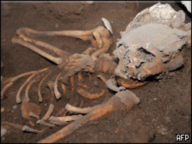 أحد الهياكل التي عثر عليها بالمقبرة