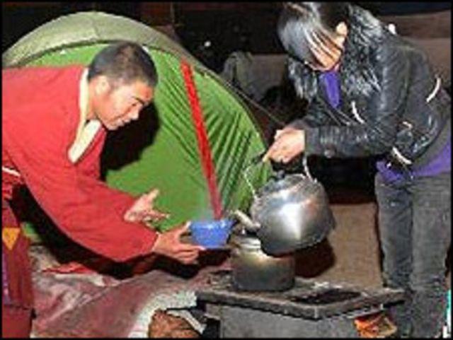 玉樹當地以及來自外地的喇嘛在玉樹地震後成為救災主力