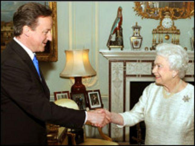 الملكة اليزابيث وكاميرون