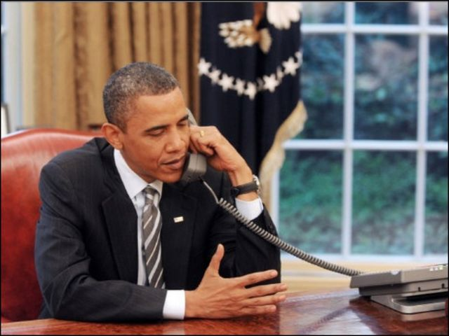 أوباما في مكتبه