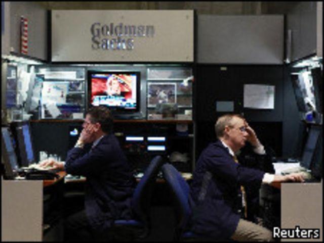 التحقيقات أدت إلى انخفاض أسهم البنوك في وول ستريت