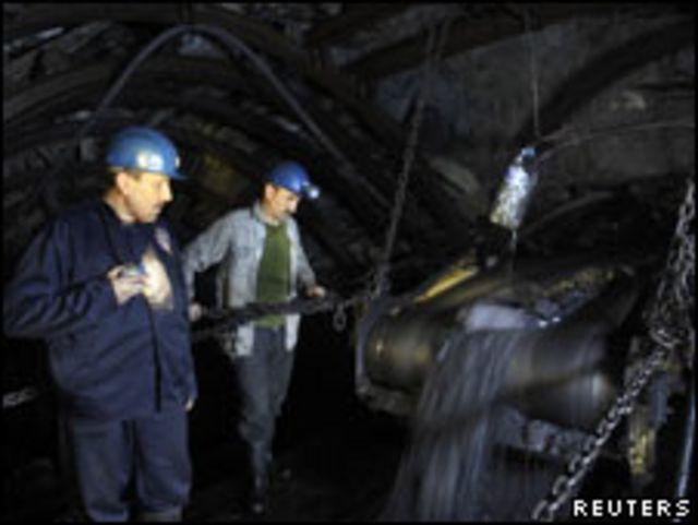 عاملان في أحد مناجم تركيا
