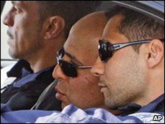Ali Vekili Rad (ortada) cezaevinden çıktı