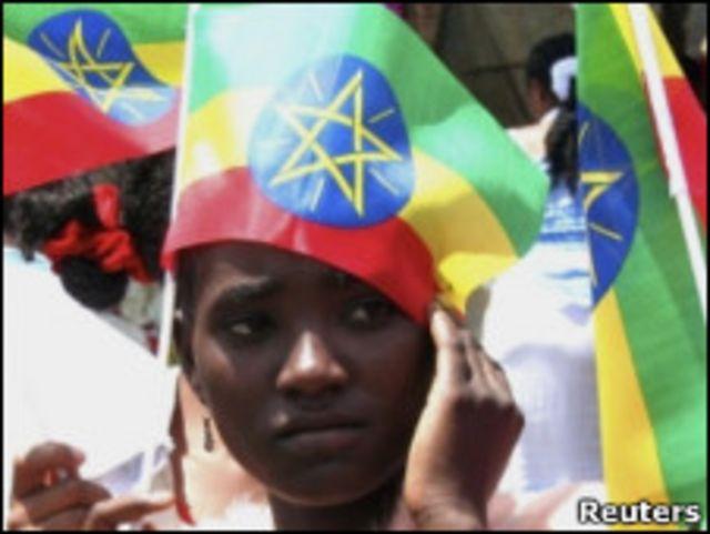 اثيوبية تضع العلم على رأسها