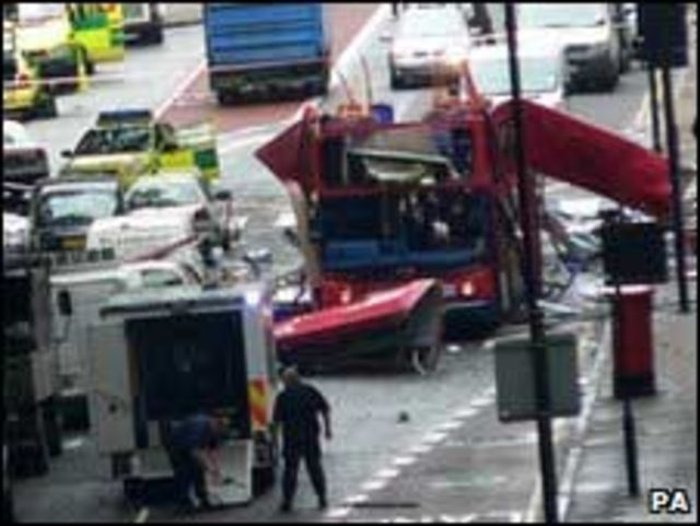 حافلة دمرت في تفجيرات لندن