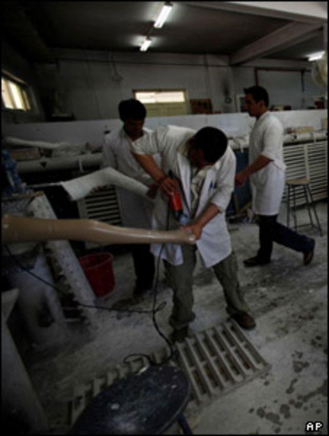 موظفو الصليب الأحمر يتدربون على الإسعافات الأولية في أفغانستان