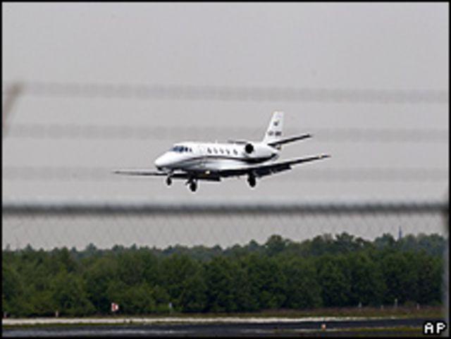 Aterrizaje de avión ambulancia