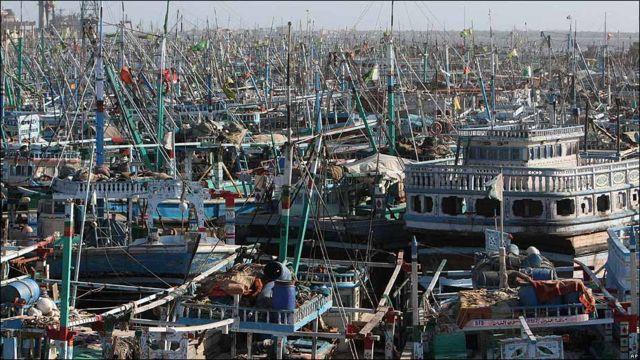 Barcos amarrados a Puerto en Karachi, Pakistán.