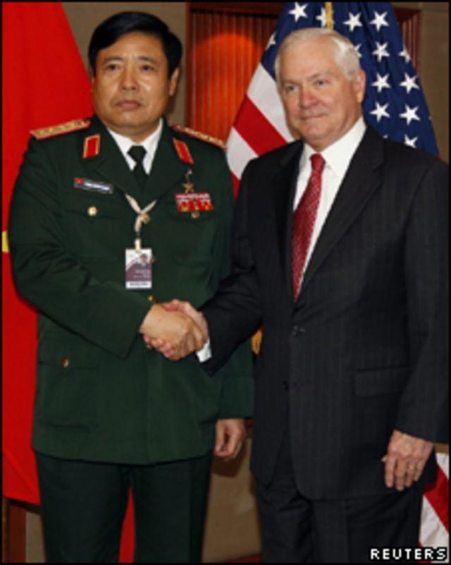 Hai ông Phùng Quang Thanh và Robert Gates tại Singapore 4.6.2010