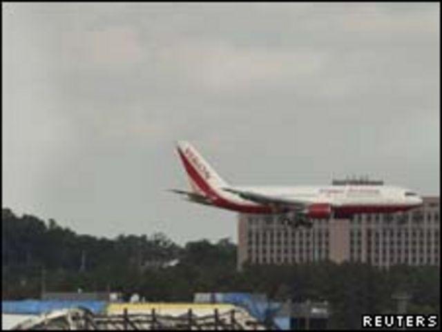 Avião com ex-prisioneiros russos pousa em Washington nesta sexta-feira (Reuters)