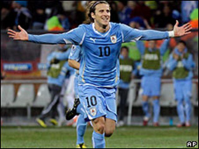 Diego Forlan menjadi pemain terbaik Piala Dunia 2010