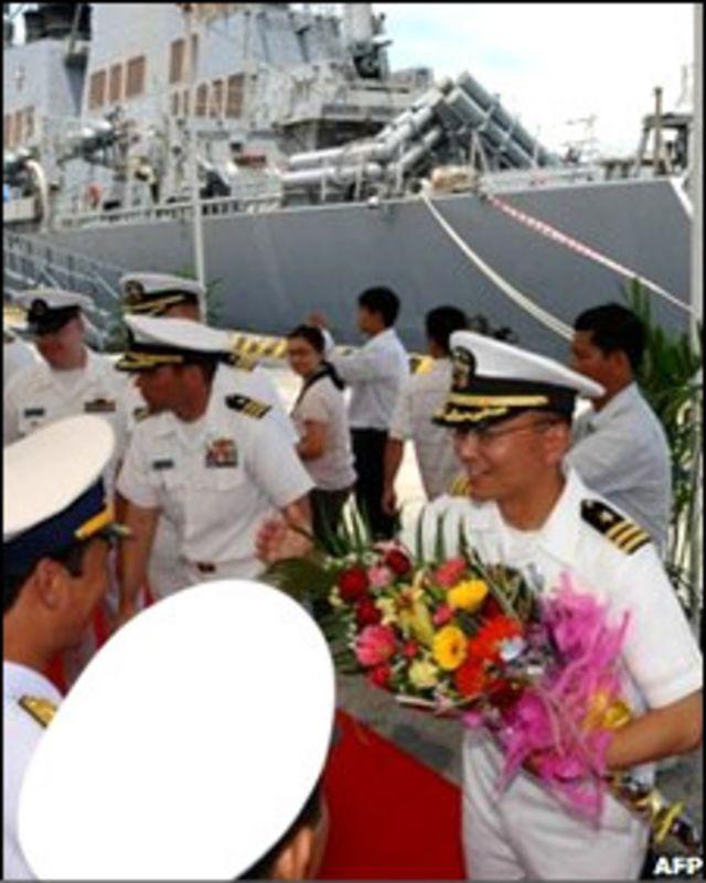 Hoạt động của Hạm đội 7 tại Việt Nam 8/2010