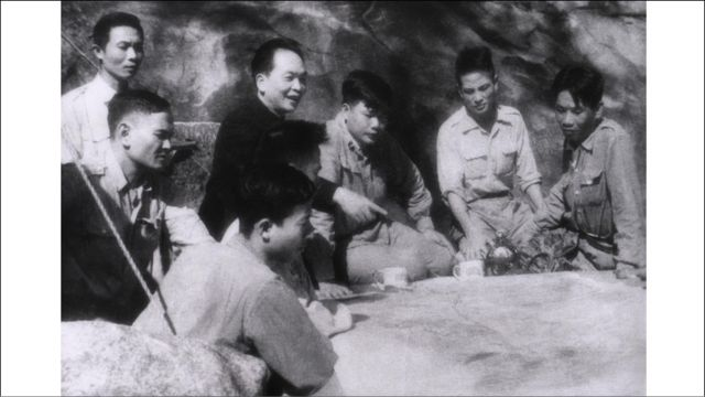 Tháng Ba 1954, chuẩn bị đánh trận Điện Biên Phủ, sự kiện sẽ chấm dứt chế độ thực dân Pháp tại Đông Dương.