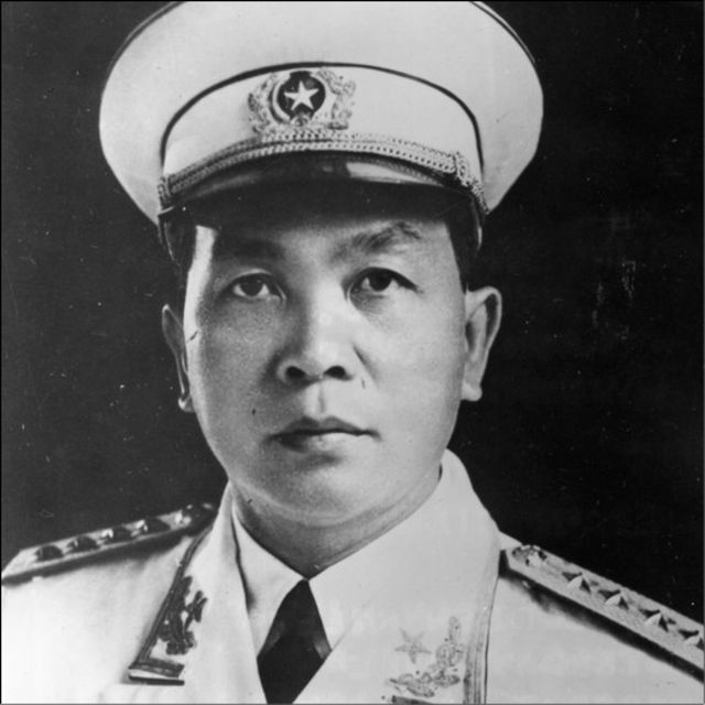 Tấm hình chân dung đề ngày 15 tháng Hai 1968. Trận chiến Mậu Thân đã mở màn từ ngày 31/01 năm ấy, là sự kiện bước ngoặt của Cuộc chiến Việt Nam. Nhưng các sử gia còn tranh luận về vai trò thực của Tướng Giáp trong trận này.