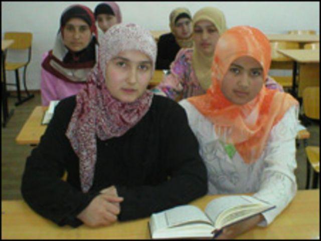 Девушки-студентки медресе